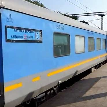 Delhi Agra Day Tour by Gatimaan Exp Train